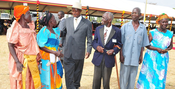 President-Mueseveni-talks-to-beneficiairies-in-nebbi